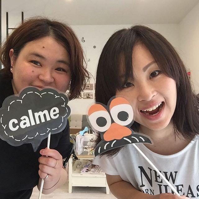 お客様とツーショット٩(^‿^)۶  美智子さんありがとうございます😊 髪をばっさりカット&ベージュ系カラーで柔らかく❗️ すごく可愛らしい方です。 私の😅がイマイチですが。  calmeではお客様と写真を撮ろうイベントしてます。 良かったら撮ってて下さい٩(^‿^)۶ #ツーショット#写真#外ハネボブ#ベージュ系カラー