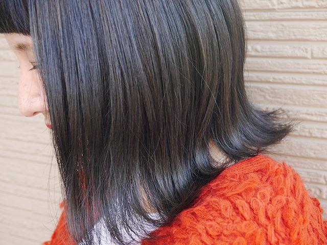 Blueblack♡光の当たり方でまた違った雰囲気に💓安定のパッツンオン眉💇今日も楽しかったよ~ありがとう💕#blue #black #ヘアー #ヘアカラー #一眼で撮ってもらったら加工なしでこのキレイさ #ありがとう #ワーキングママ #美容師