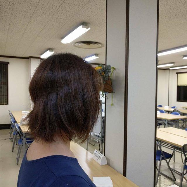 パーマモデルさん! 新しく入れる薬剤を使いパーマスタイルです。 リップラインにボリュームがほしいとの要望で巻き巻き!  とっても可愛くなりました。 自分で簡単にセットできますね(^_^) ありがとうございました٩(^‿^)۶  #パーマ#モデル#ボタニカル 美容室calme (カルム) 〒485-0029 愛知県小牧市中央3-255 ☎︎0568-77-5557  カフェみたいな美容室〜