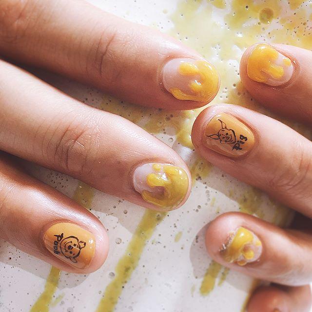 #ハチミツ たくさん #プーさん #ピグレット  をゆるく🍯 @yoonapen99 thankyou♡  #プーさんネイル  #ディズニー  #disney  #handwriting 🍯🐝🍯🐝🍯🐝🍯🐝🍯🐝 #nails #nailsalon #nailart #手描きアート #ネイルアート #art #design #ネイルデザイン #instagood #個性派ネイル #キャラネイル #スイーツ  #like4like #instnails  #蜂蜜 #gelnails