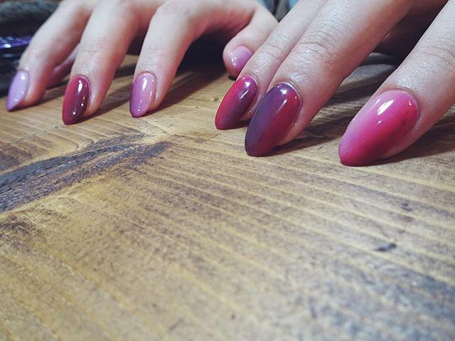 #タテグラーデション 赤と紫 👄👄👄👄👄👄👄 #nails #nailsalon #nailart #グレー #naildesing #美甲 #colors #ネイルアート #art #ネイルサロン #ネイルデザイン #instagood #トレンドネイル  #fashion #シンプルネイル #like4like  #instnails #グラデーションネイル #冬ネイル #instnail