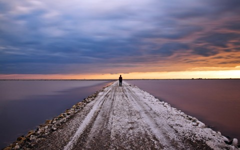 mood_alone_jetty_roads_pier_lakes_ocean_sunset_sky_clouds_people_1920x1200