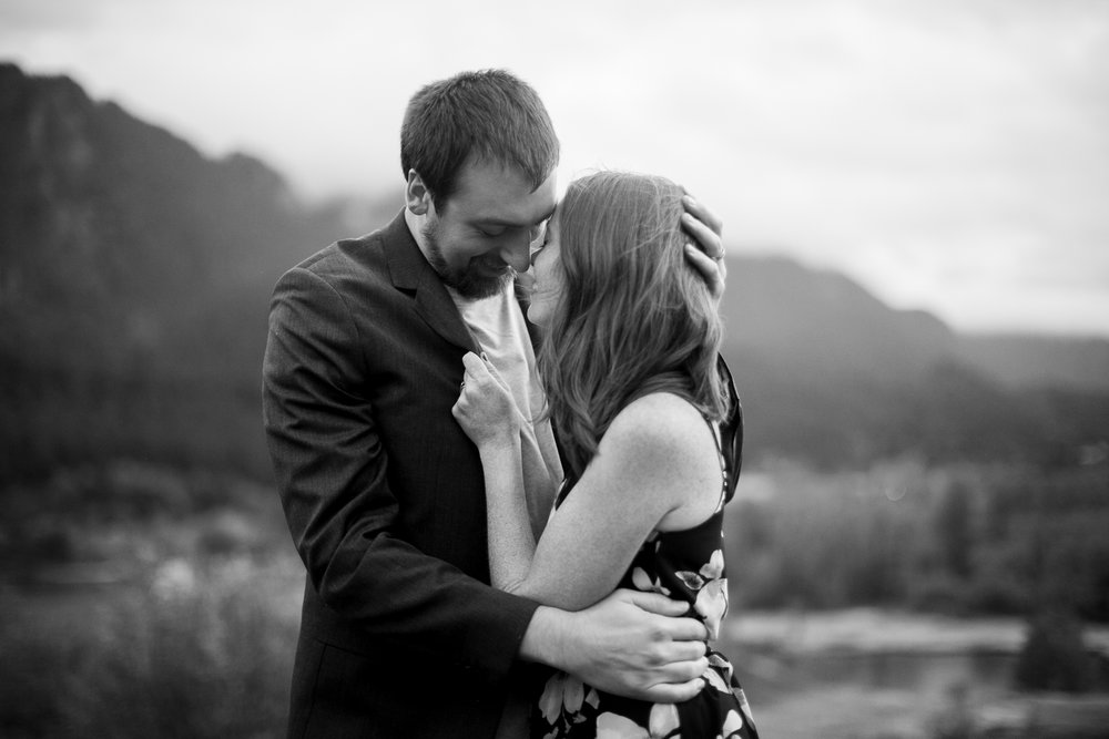Portland-Oregon-Engagement-Jen-Dederich-Photography_049.jpg