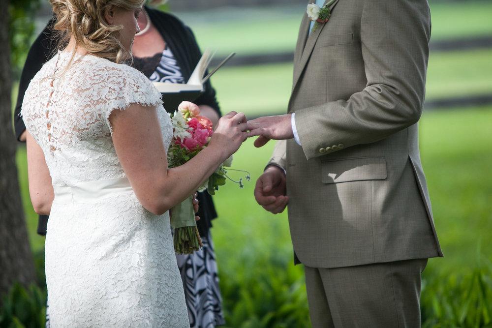Sugarland-Wisconsin-barn-summer-wedding_082.jpg