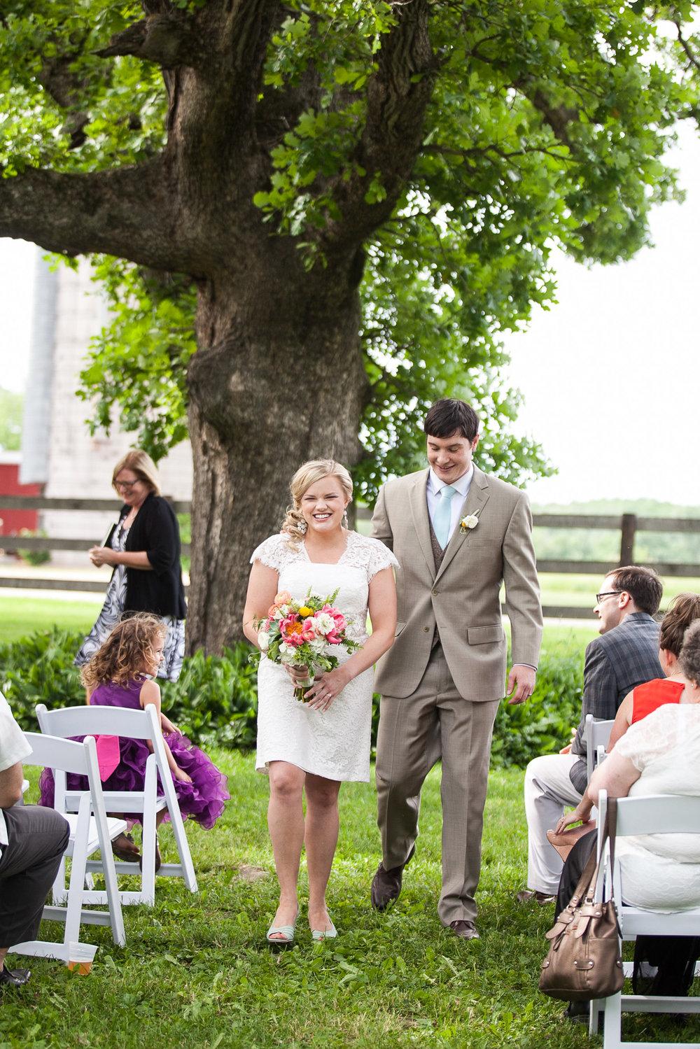 Sugarland-Wisconsin-barn-summer-wedding_087.jpg