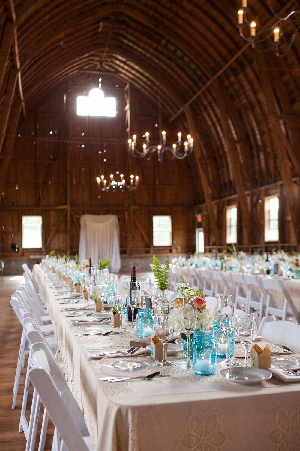 Sugarland-Wisconsin-barn-summer-wedding_096.jpg