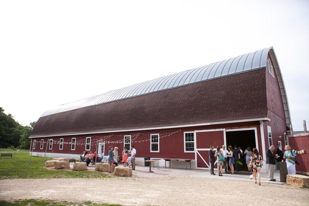 Sugarland-Wisconsin-barn-summer-wedding_110.jpg