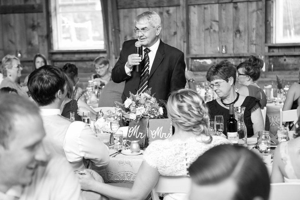 Sugarland-Wisconsin-barn-summer-wedding_120.jpg