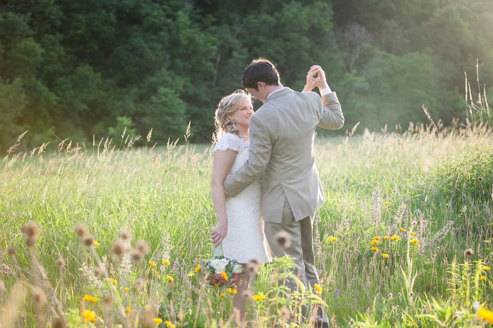 Sugarland-Wisconsin-barn-summer-wedding_136.jpg