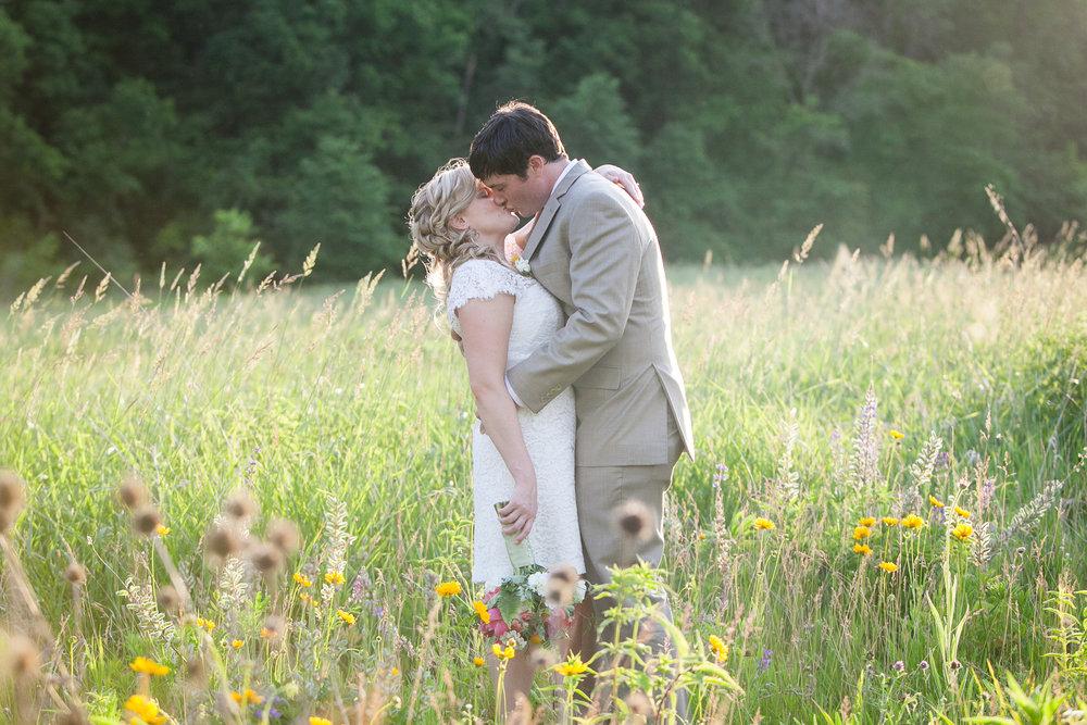 Sugarland-Wisconsin-barn-summer-wedding_137.jpg