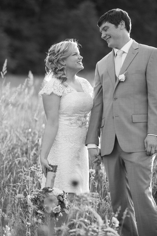 Sugarland-Wisconsin-barn-summer-wedding_139.jpg