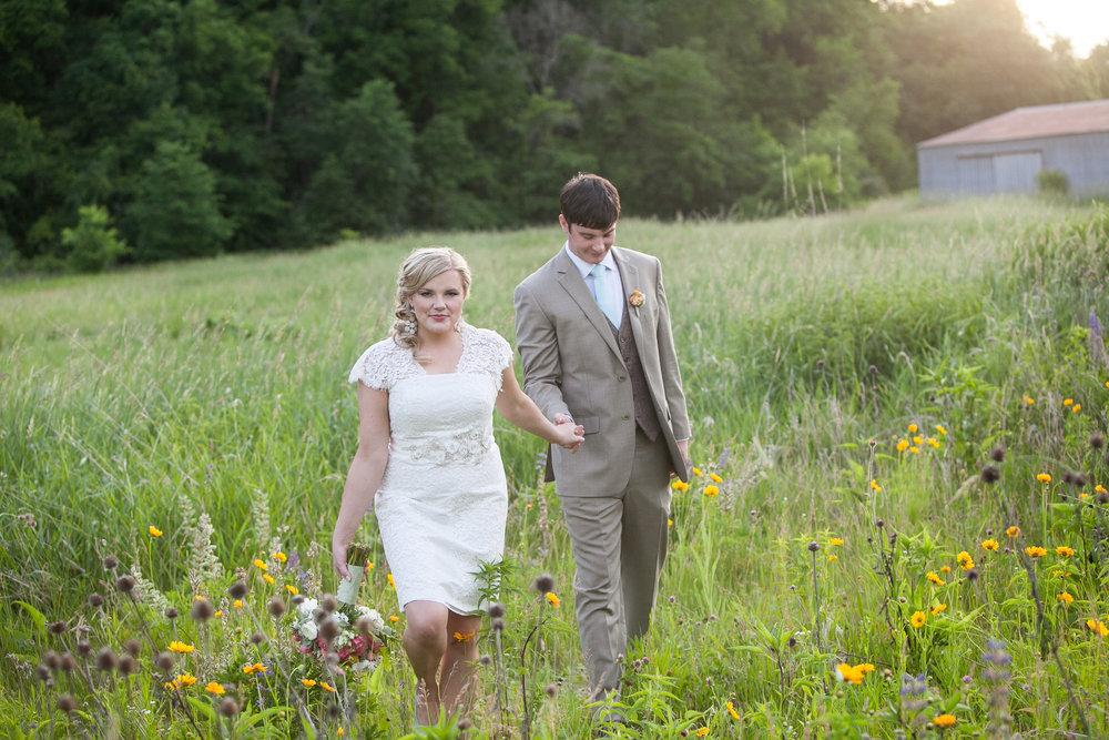 Sugarland-Wisconsin-barn-summer-wedding_140.jpg