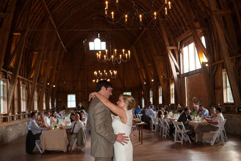 Sugarland-Wisconsin-barn-summer-wedding_143.jpg