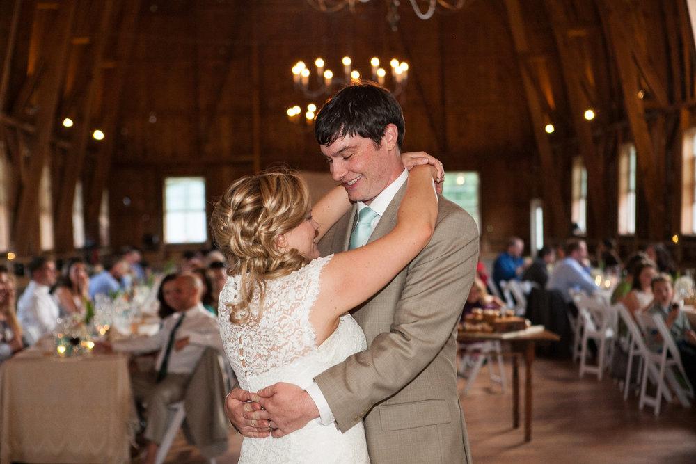 Sugarland-Wisconsin-barn-summer-wedding_144.jpg