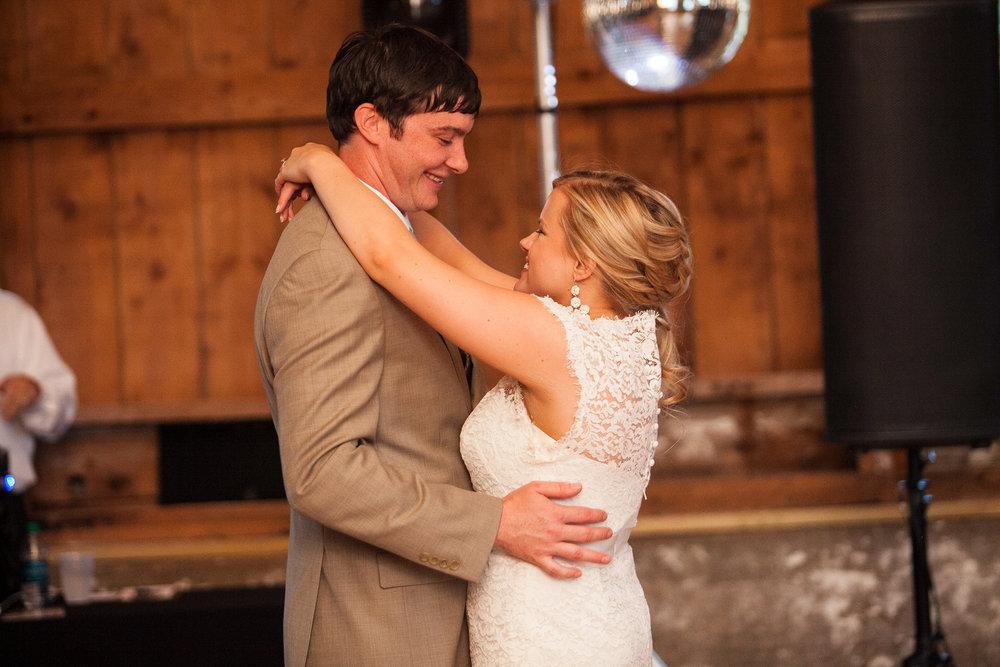 Sugarland-Wisconsin-barn-summer-wedding_146.jpg