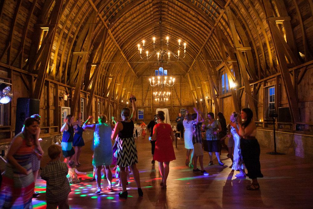 Sugarland-Wisconsin-barn-summer-wedding_150.jpg