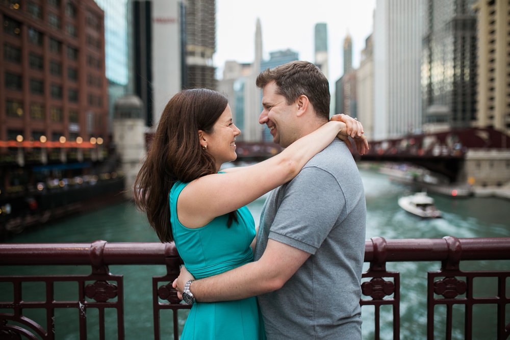 Downtown-Chicago-Engagement-Session-Jen-Dederich_016.jpg