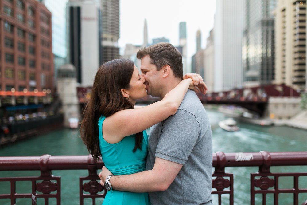 Downtown-Chicago-Engagement-Session-Jen-Dederich_017.jpg