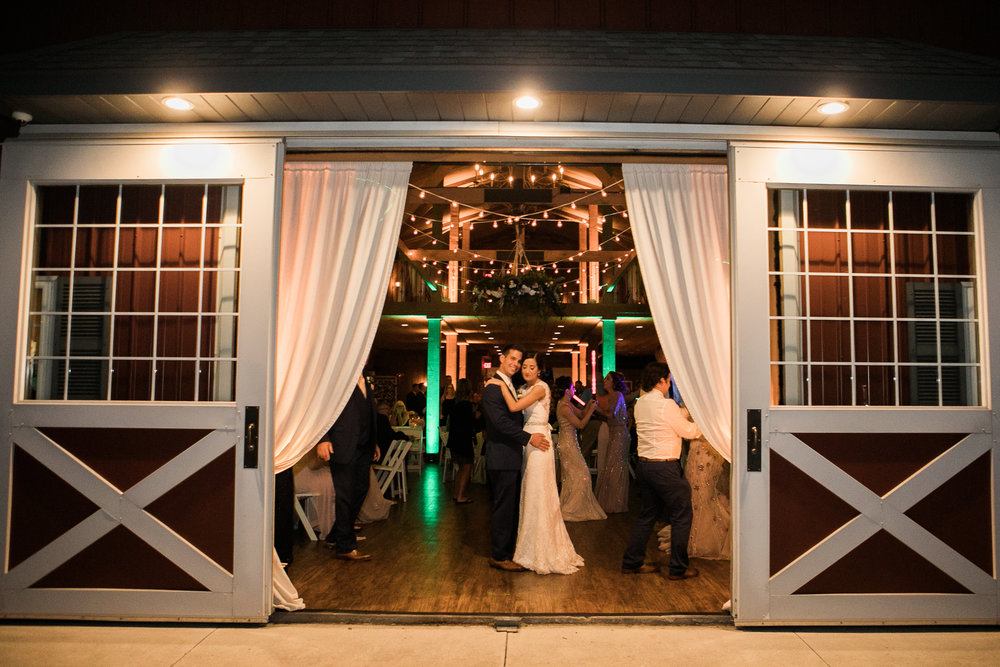 Elegant-Barn-Wedding-Rustic-Manor-1848-Wisconsin_208.jpg