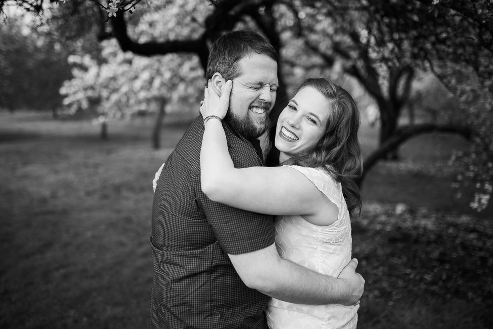 Madison-Wisconsin-spring-engagement-portraits_032.jpg