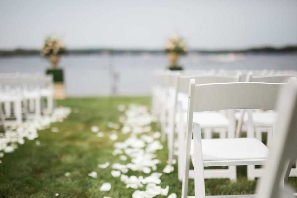 Lake-Estate-Backyard-Wedding-Wisconsin_033.jpg