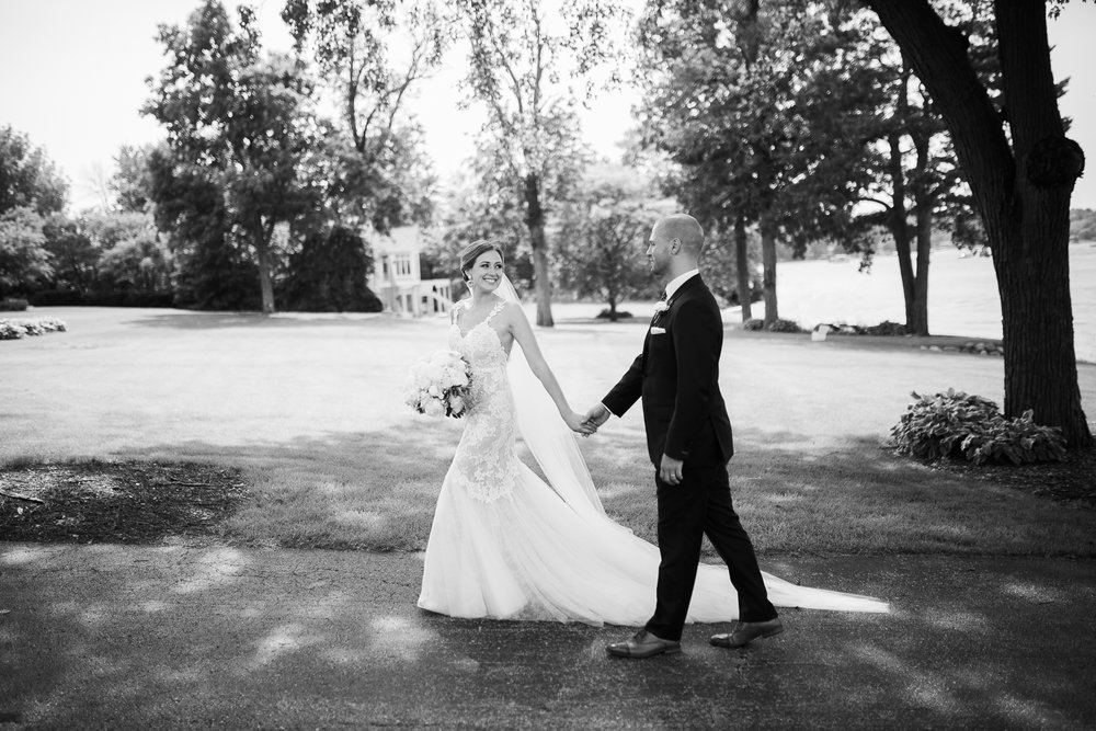 Lake-Estate-Backyard-Wedding-Wisconsin_121.jpg