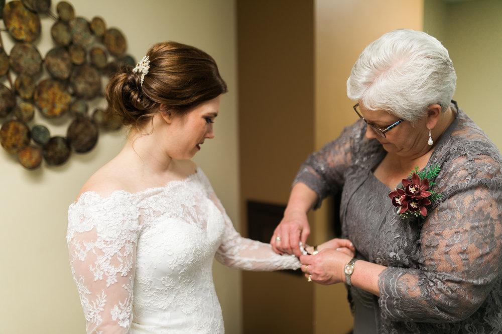 Minnesota-winter-wedding-New-Ulm_024.jpg