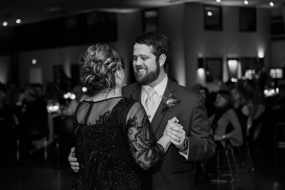 Minnesota-winter-wedding-New-Ulm_140.jpg