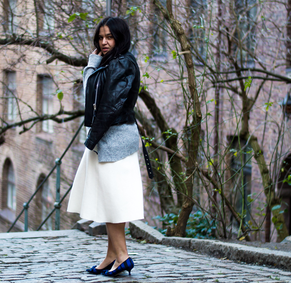 Wearing: Pumps, knit and skrit from Zara. Leather biker from Shock. Bag from Massimo Dutti.
