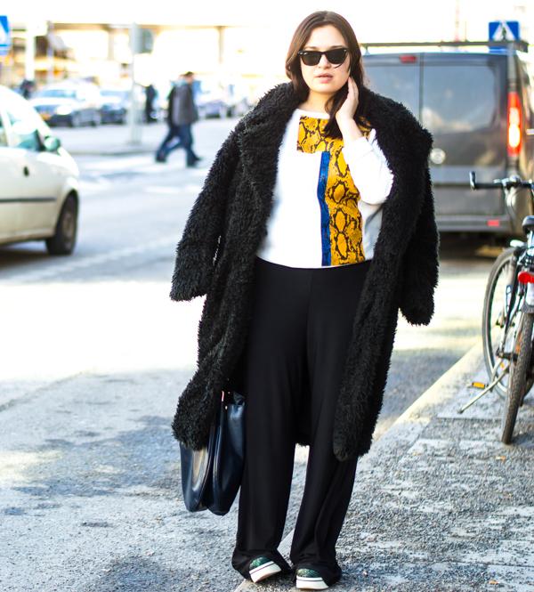 Wearing Bubbleroom coat, sweater and bag from Zara, trousers fromLindexand shoes by Stella McCartney.