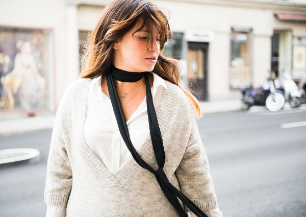 Knitted dress&skinny scarf.