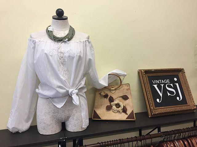Crisp white vintage embroidered cold shoulder top/70s Hawaiian coconut husk bag/beaded statement necklace #resortwear #vintageshop #downtownsac