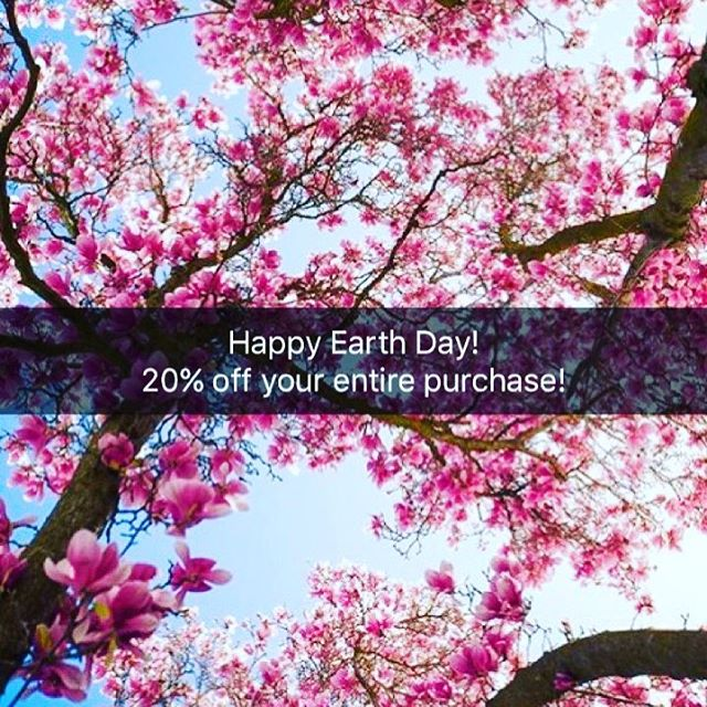 Come in today and receive 20% off your entire purchase #earththanksyou #sacearthday #downtownsac #sacramentofashionbloggers #vintageshop