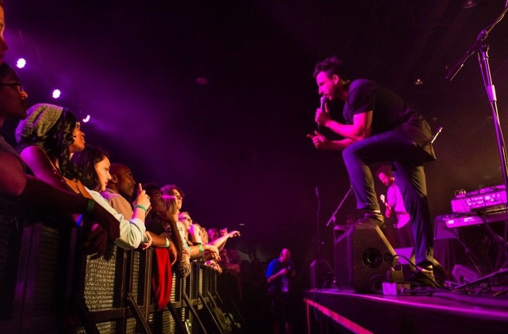 Ryan being intimate with the crowd