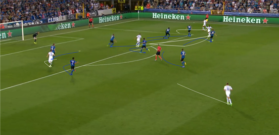 Slimani's ability to pull into wider areas and hold up the ball made him a good outlet for Leicester, and it was also beneficial for bringing the players around him into the game. Here he plays a neat little one-two with Mahrez on the edge of the box, giving his fellow Algerian a chance to eventually shoot at goal from a much better angle than the one he started in.