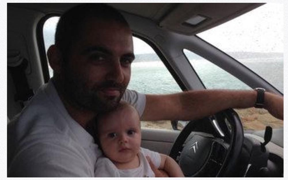 Dois pais de família vão de carro buscar refugiados