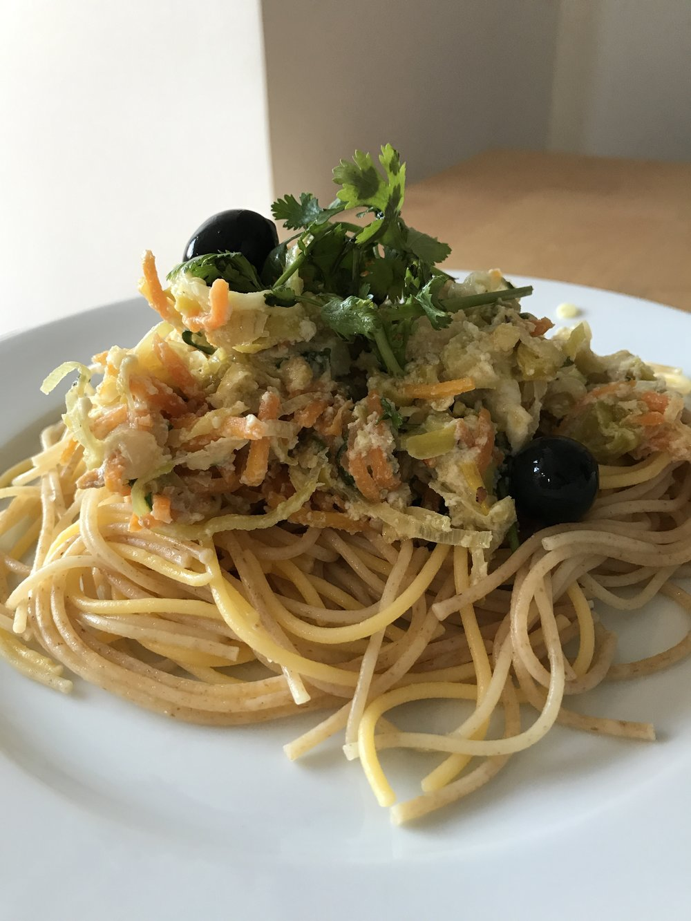 Bráz - de alho francês (receita nos folhetos Celeiro) com esparguete integral