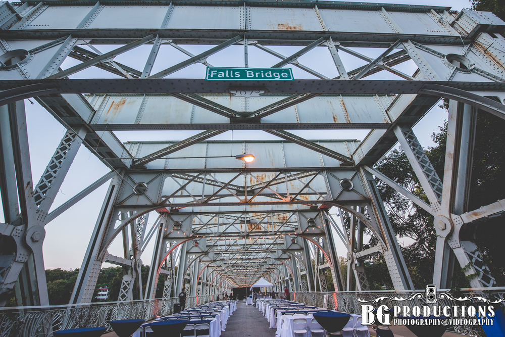 Dance_On_Falls_Bridge_Philadelphia_Photographer_BG_Productions _Trust_Philadelphia_wedding_photography_Philadelphia_wedding_photographer_BG_Productions-157.jpg