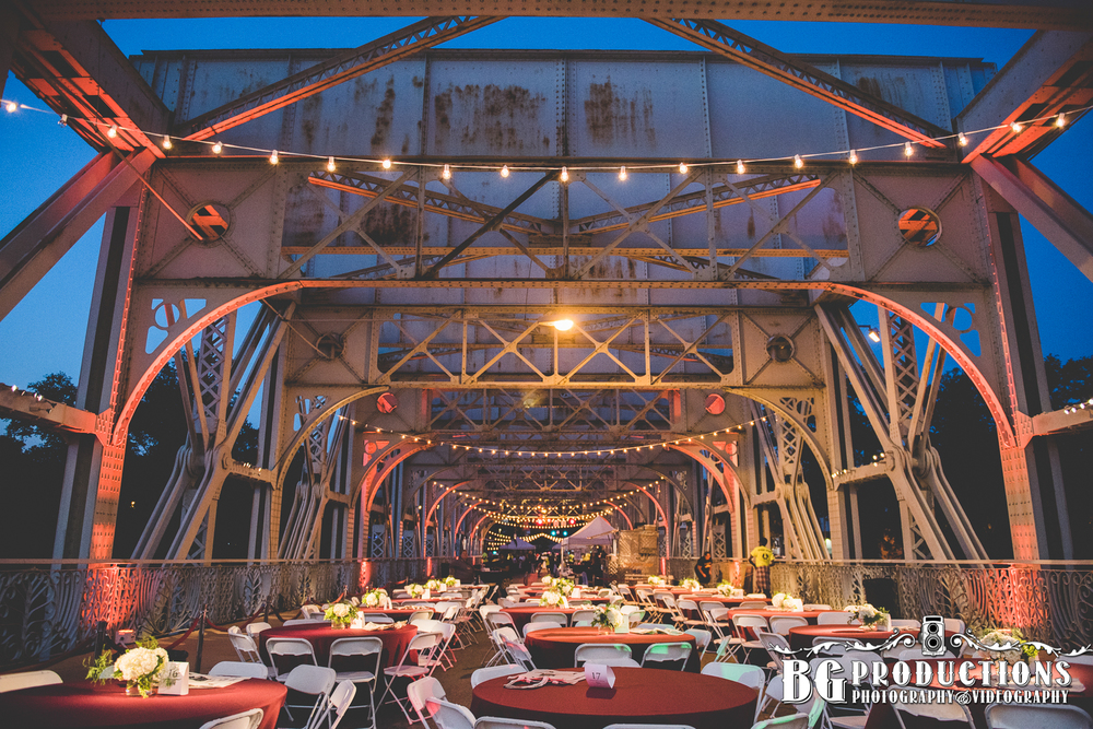 Dance_On_Falls_Bridge_Philadelphia_Photographer_BG_Productions _Trust_Philadelphia_wedding_photography_Philadelphia_wedding_photographer_BG_Productions-181.jpg