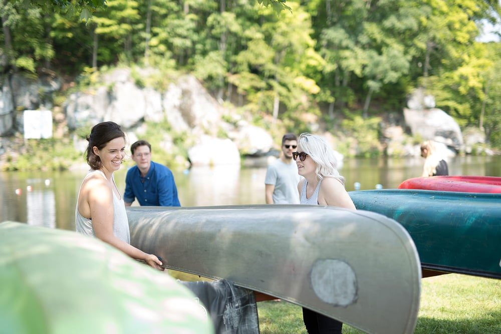 Summer camp wedding in Pennsylvania at Camp Green Lane in the Poconos | Wedding planner: Heart & Dash | Photo: Jessica Osber Photography