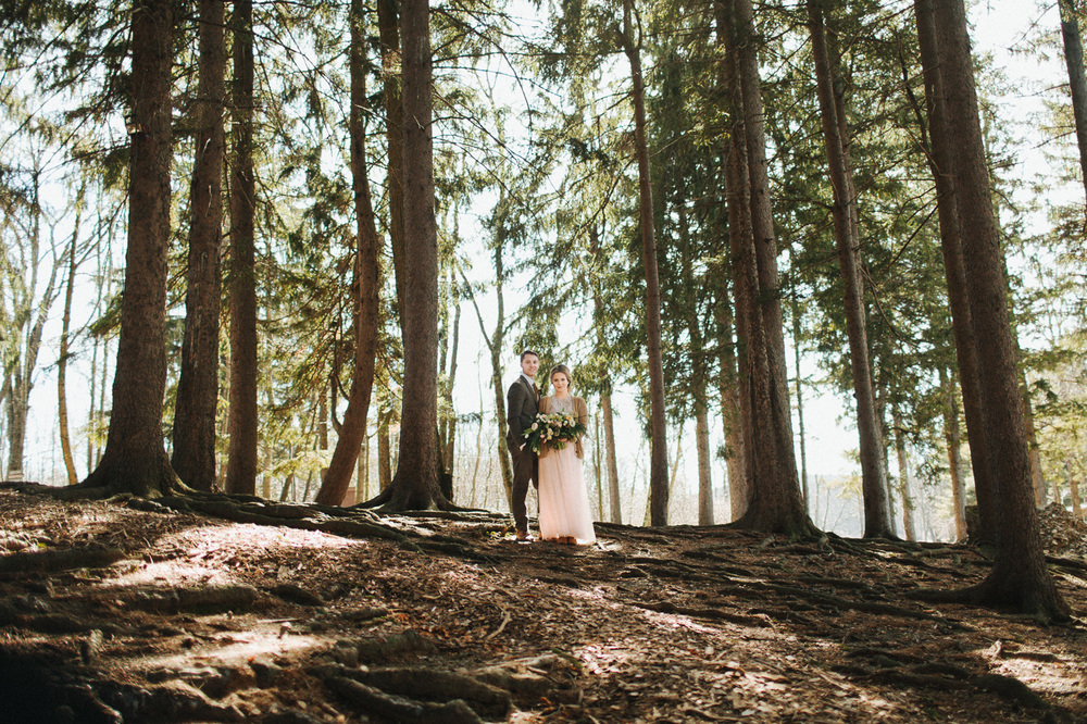 Wedding in the wood on gorgeous lake at Cedar Lakes Estate with Heart & Dash and The More We See