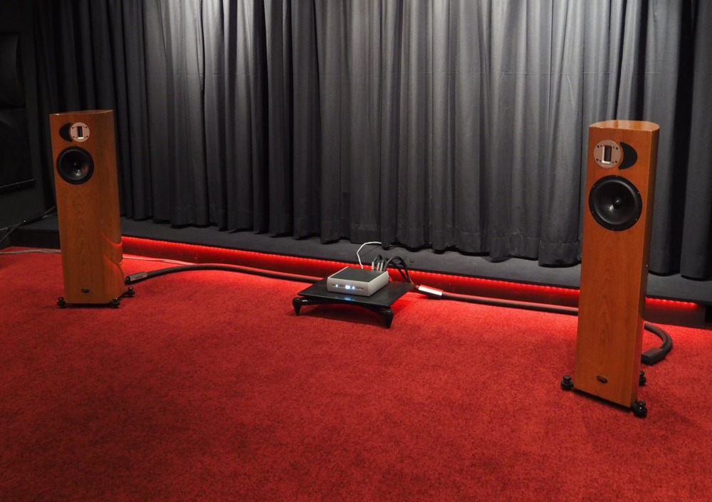 Audio Alchemy with Apertura Adena speakers at 2015 Salon de la Haute Fidélité
