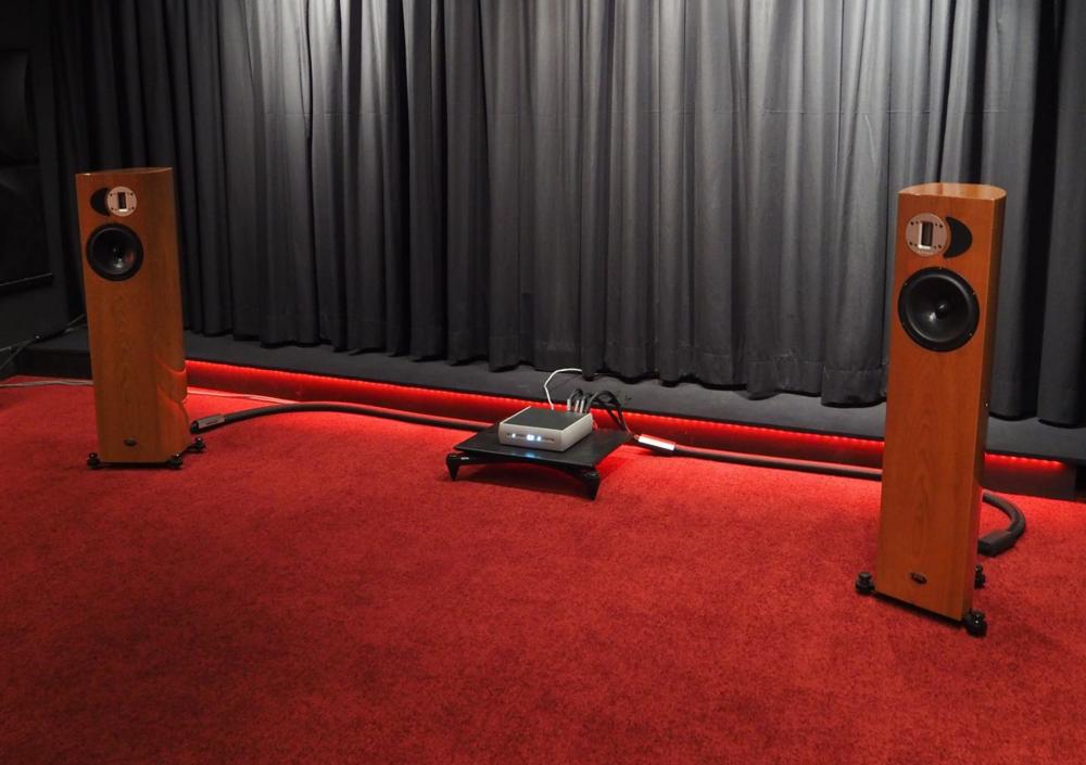 Audio Alchemy with Apertura Adena speakers at 2015 Salon de la Haute Fidélité