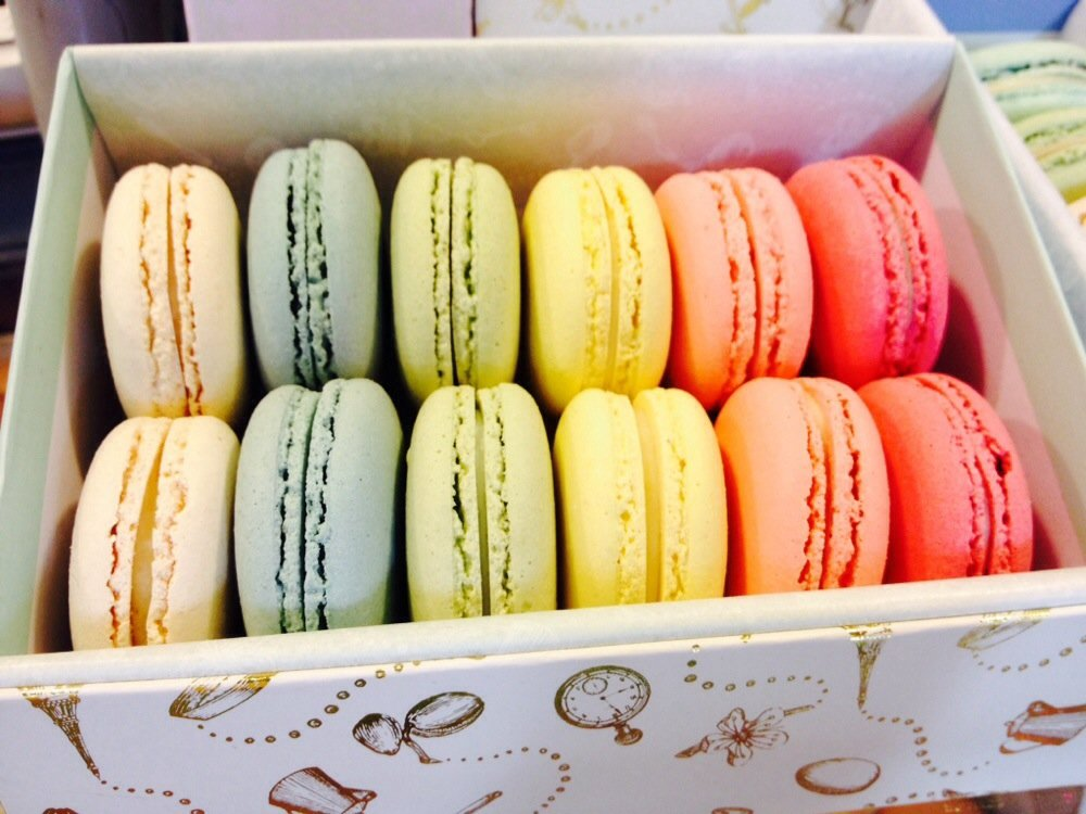 These gorgeous  La Belle Miette  macarons tick all of the gift giving boxes