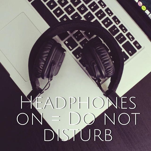 Gear up for Monday? #manicmonday #itsmonday #premiumheadphones #audiotroupe
