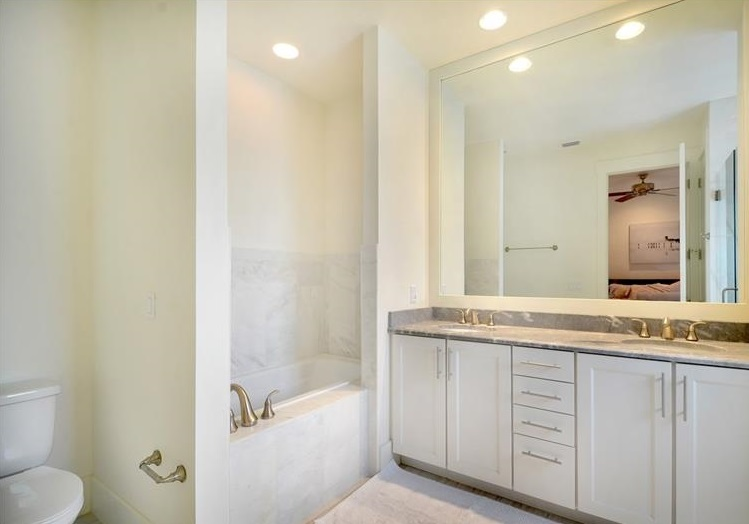 1263 Arlington Pl-Bathroom.jpg