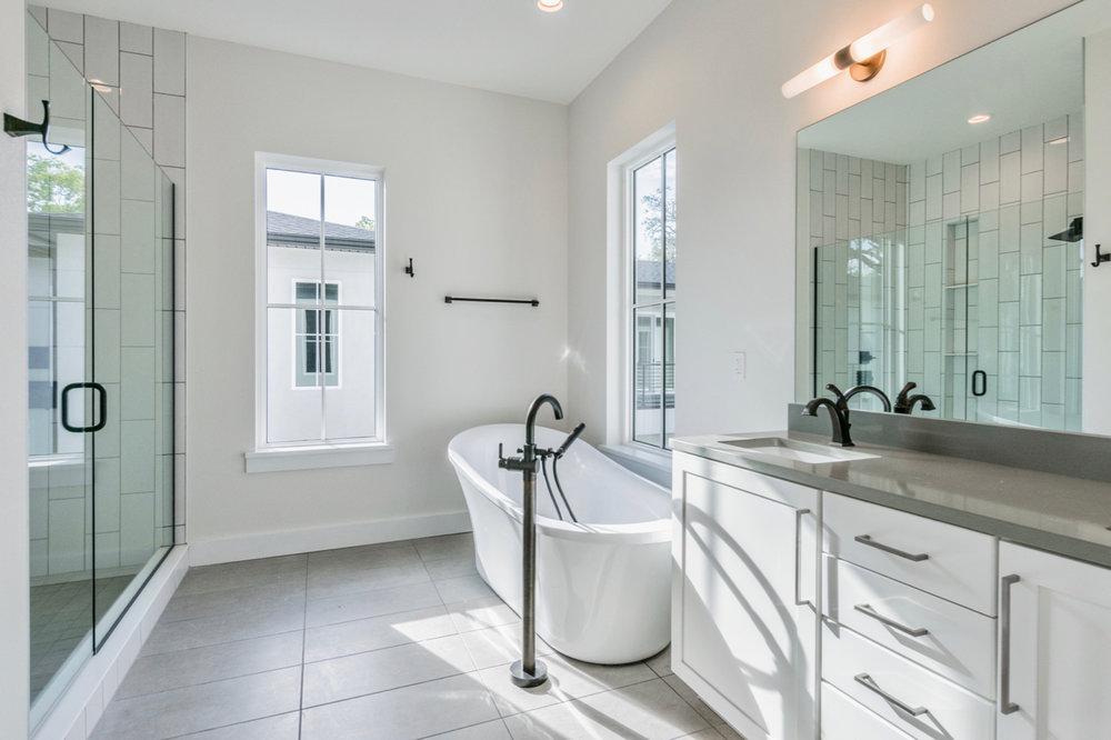 201 Master Bath.jpg