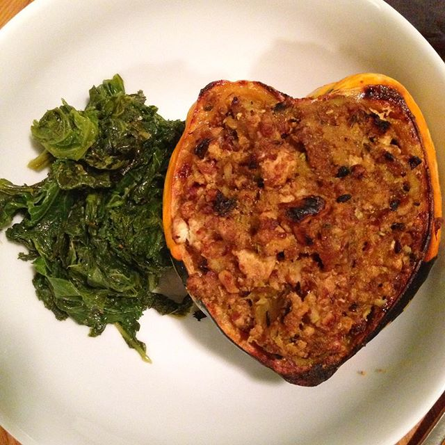Autumn love in a bowl.  Carnival squash stuffed with caramelized onion, curried tofu, roasted walnuts.  #foodwithmelinda #personalchef #catering #squash #tofu #walnuts #autumnfoods  #fallfoods #seasonal #local #vegan #glutenfree