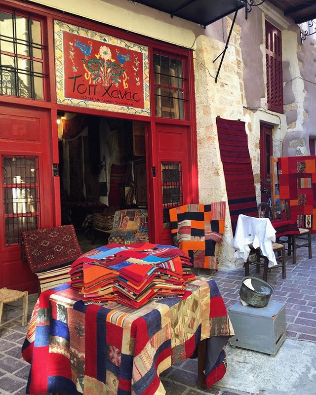 Along the narrow streets in old town Chania, you discover these absolutely stunning, vibrant shops of handwoven rugs.  Not a strange fact though, but yet another dying craft from the region.