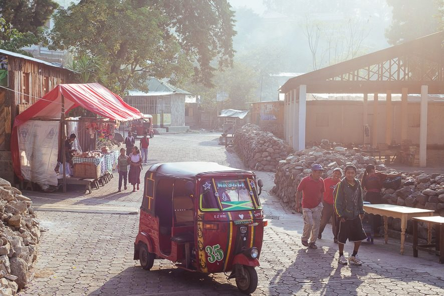 EARLY MORNING ON THE MAIN STREET OF SAN MARCOS, LA LAGUNA